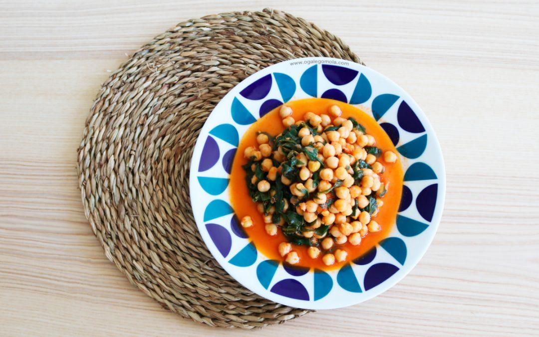 Garavanzos con espinacas e tomate